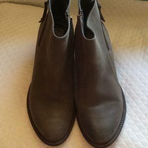 Blonde waterproof ankle booties size 9